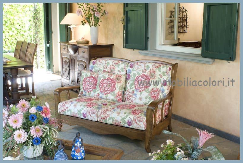 La comodit di un bel salotto with divani in legno country - Divani country ikea ...