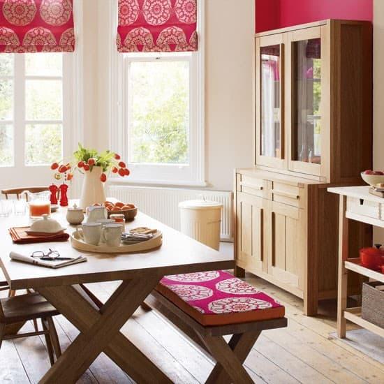 Per una cucina in vero stile country ci vuole un tavolo con una bella panca!