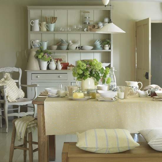 Per una cucina in vero stile country ci vuole un tavolo con una ...