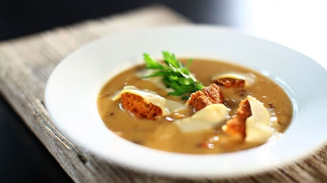 Zuppa cipolle in cucina Provenzale