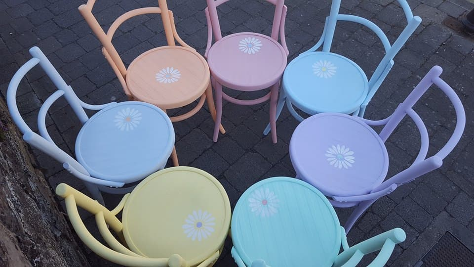 Sedie Decorate Fai Da Te : Sedie in legno in tanti colori dipinte a mano come vuoi tu
