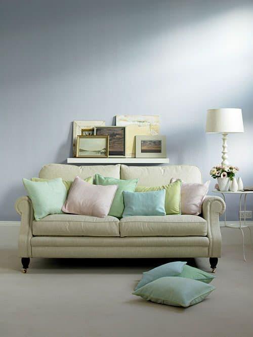 divano cuscini colorati