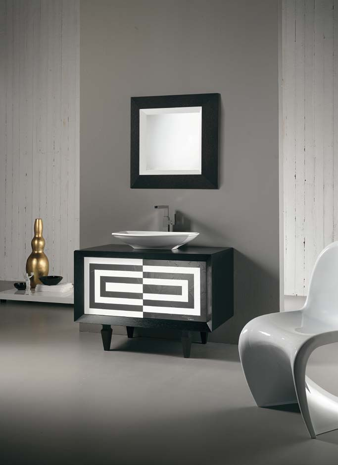 Un mobile bagno in color glicine intenso reso sempre nuovo dalla ...